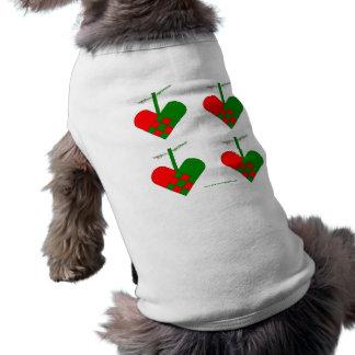 Corazones escandinavos del navidad playera sin mangas para perro