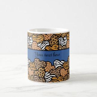 Corazones femeninos azules del estampado de taza