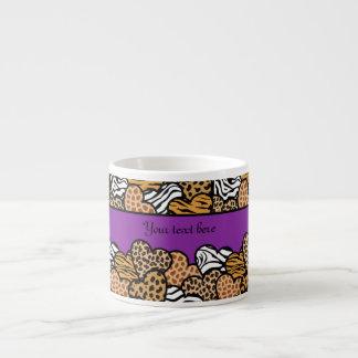 Corazones femeninos púrpuras del estampado de anim taza espresso