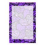Corazones femeninos púrpuras y negros del estampad papeleria de diseño