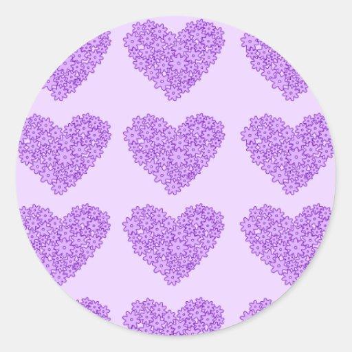 Corazones florecientes púrpuras de las flores pegatina redonda