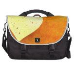 Corazones flotantes anaranjados y amarillos bolsas para portátil