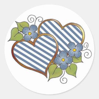Corazones gemelos en rayas azules y blancas pegatina redonda