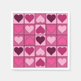 Corazones gráficos rosados románticos hacia arriba servilleta desechable