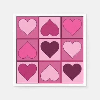 Corazones gráficos rosados románticos hacia arriba servilletas desechables
