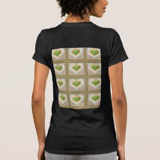 CORAZONES minúsculos del verde esmeralda: TRIUNFO Camisetas