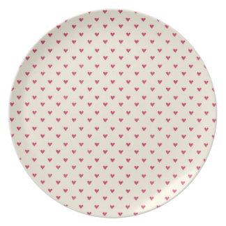 Corazones minúsculos poca impresión roja del coraz plato de comida