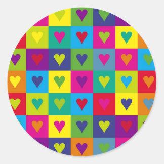 Corazones multicolores etiquetas redondas