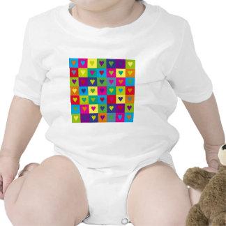 Corazones multicolores traje de bebé