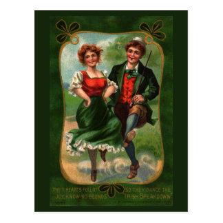 Corazones por completo de la postal del vintage de