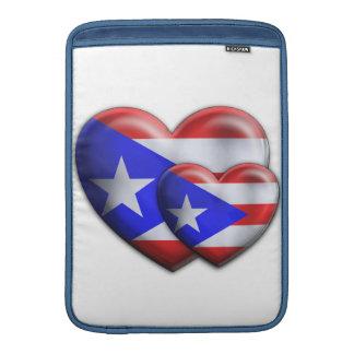 Corazones puertorriqueños de la bandera fundas MacBook