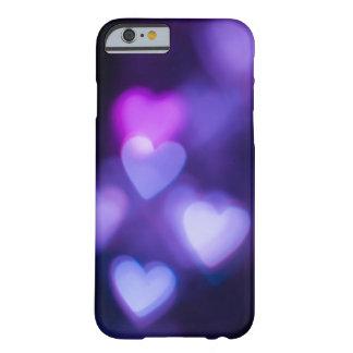 Corazones púrpuras funda de iPhone 6 barely there