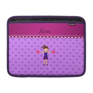 Corazones púrpuras personalizados de la animadora funda macbook air