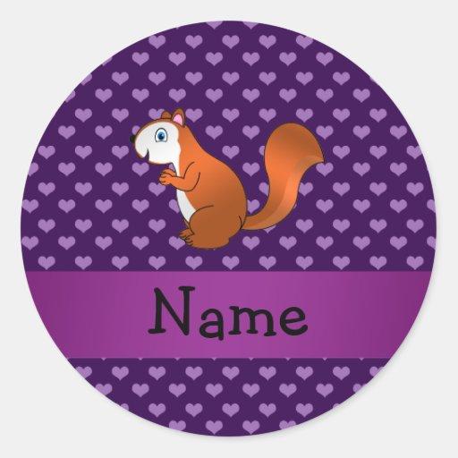 Corazones púrpuras personalizados de la ardilla pegatina redonda