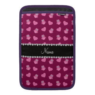 Corazones púrpuras personalizados del búho del cir fundas MacBook
