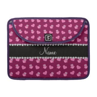 Corazones púrpuras personalizados del búho del cir fundas macbook pro