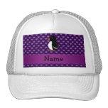 Corazones púrpuras personalizados del pingüino con gorro de camionero