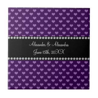Corazones púrpuras que casan favores azulejo cuadrado pequeño