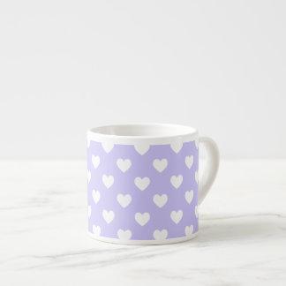 Corazones púrpuras y blancos del lunar taza espresso