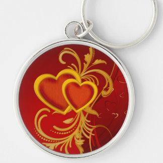 Corazones rojos adornados llavero redondo plateado