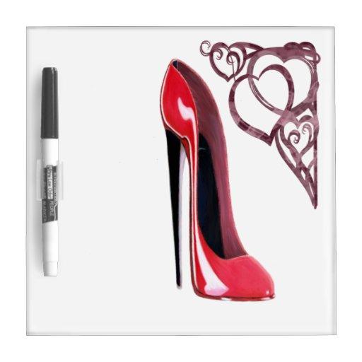Corazones rojos del zapato y del remolino del esti pizarras blancas