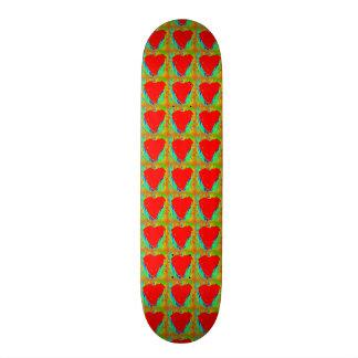 corazones rojos en el monopatín verde