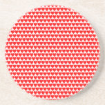 Corazones rojos en el práctico de costa blanco de  posavasos manualidades