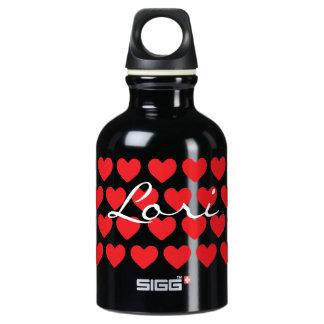 Corazones rojos minúsculos en negro botella de agua