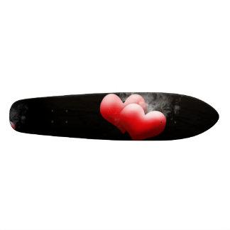 Corazones rojos que fuman tablas de skate