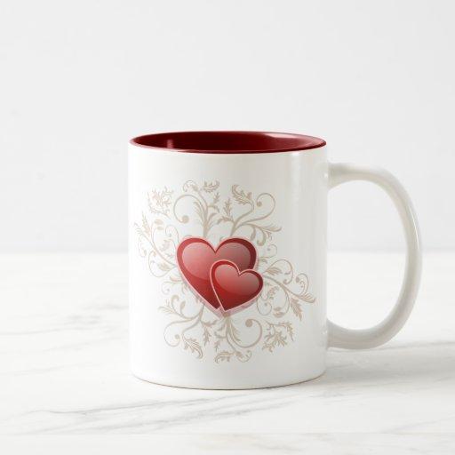 Corazones rojos y remolinos florales del oro taza de café de dos colores