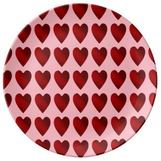 Corazones rojos y rosados del día de San Valentín Platos De Cerámica