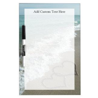 Corazones románticos de la playa pizarras blancas de calidad