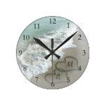 Corazones románticos de la playa reloj de pared