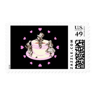 Corazones rosados alrededor de una fiesta del té timbres postales