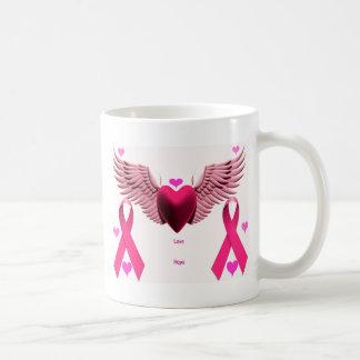 Corazones rosados de la cinta taza clásica