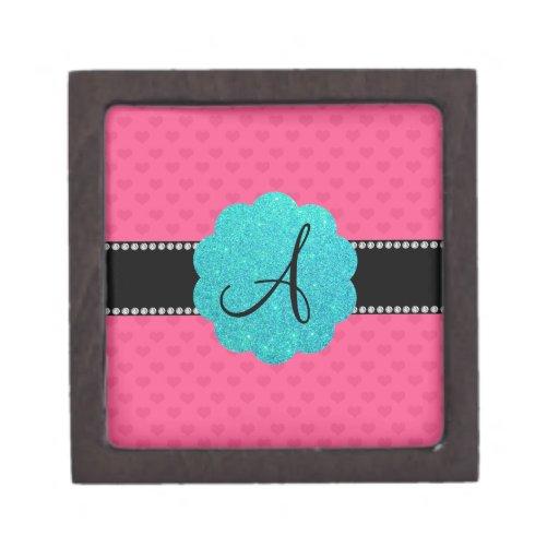 Corazones rosados del monograma cajas de recuerdo de calidad