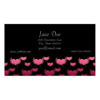 Corazones rosados del vuelo en negro tarjeta de visita
