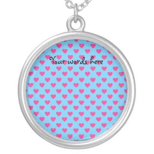 Corazones rosados en fondo azul joyeria