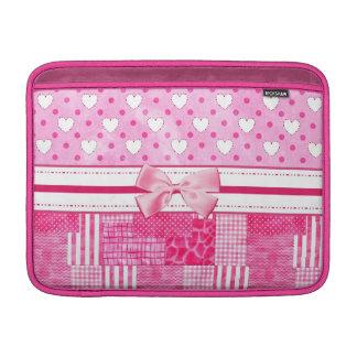 Corazones rosados femeninos y arco y nombre lindos fundas para macbook air