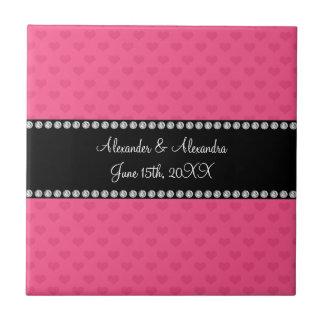 Corazones rosados que casan favores azulejo cuadrado pequeño