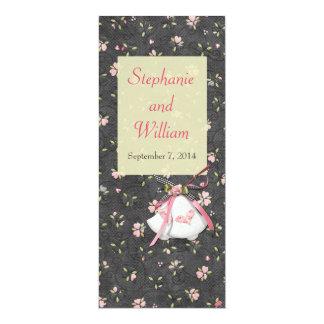 Corazones rosados que casan tarjetas del menú comunicados