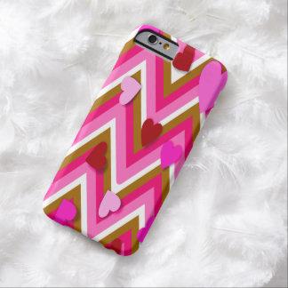 Corazones rosados y Cheverons Funda Barely There iPhone 6