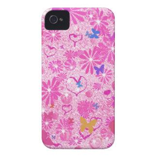 Corazones rosados y mariposas de las flores retras Case-Mate iPhone 4 funda