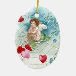 Corazones Snaring del Cupid en tarjeta del día de  Adorno