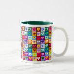 Corazones sonrientes multicolores taza