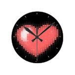 Corazones tejados del mosaico (rosa) relojes