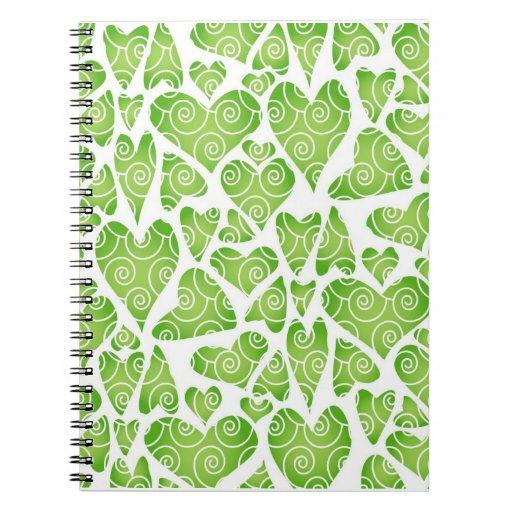 Corazones verdes en blanco libro de apuntes con espiral
