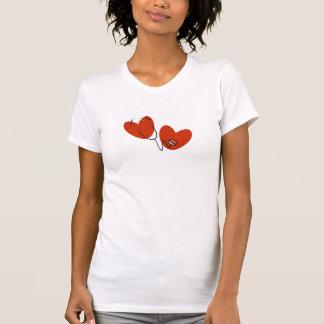 Corazones y camiseta del estetoscopio