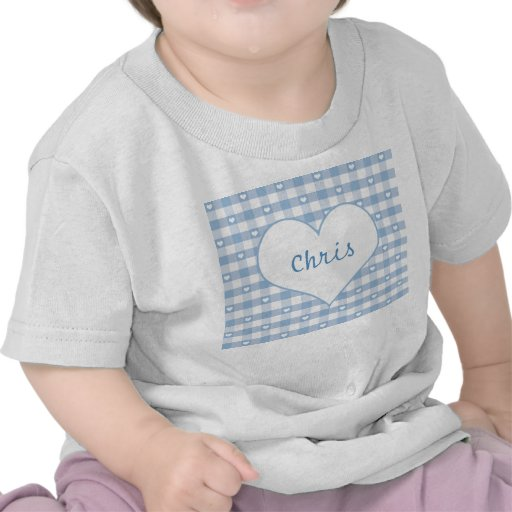 Corazones y camiseta en colores pastel del bebé az