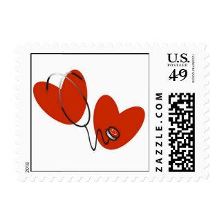 Corazones y camisetas y regalos del estetoscopio timbre postal